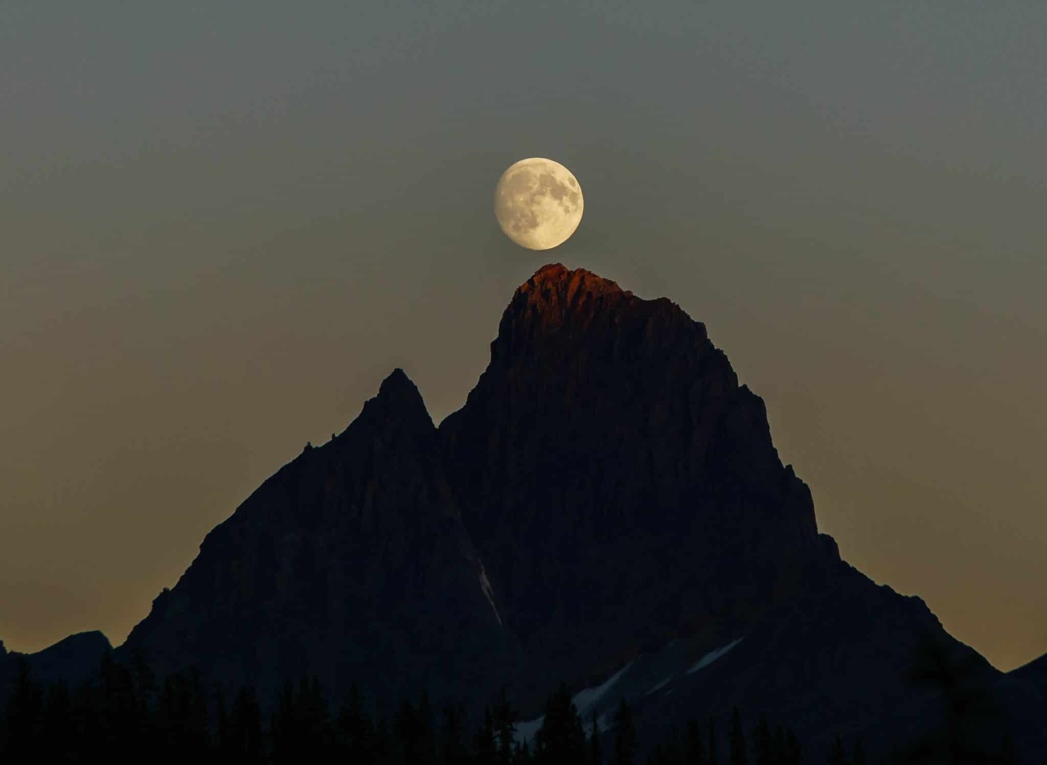 Tonquin Valley Alpenglow and Moonrise