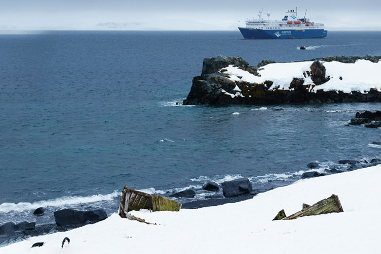 a photo of antarctica